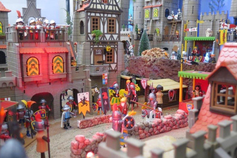 Collezione privata di Playmobil in mostra a Chianciano Terme La mostra aperta da giovedì 24 marzo al 30 ottobre 2016 tutti i fine settimana, venerdì, sabato e domenica