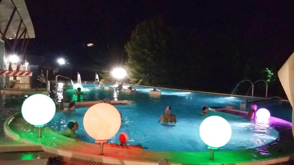 Bagni di Notte alle piscine Theia
